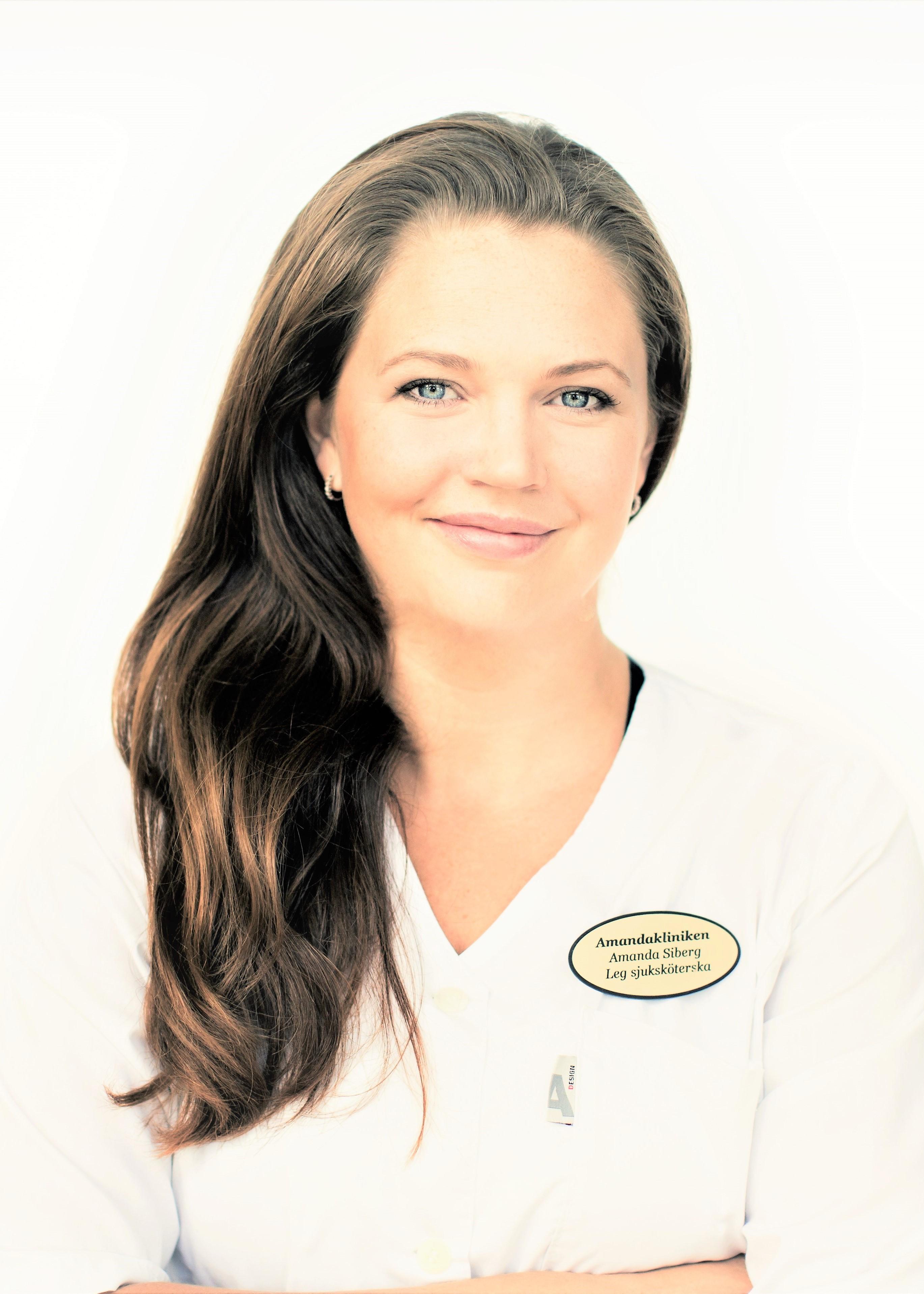 Amanda Siberg är legitimerad sjuksköterska och specialist inom estetiska behandlingar utan kirurgiska ingrepp